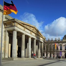 Unter den Linden - Neue Wache / New Guardhouse - war memorial