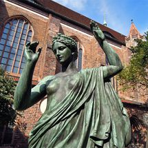 sculpture at St. Nicholas' Church