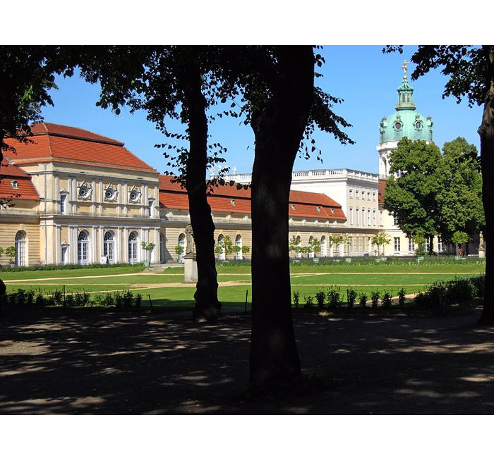Berlin photo - View to the orangerie of Charlottenburg Palace - photo cult berlin