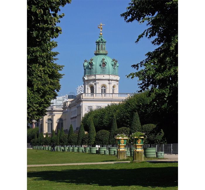 Berlin photo - Behind the west wing of Charlottenburg Palace - photo cult berlin